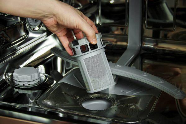 فیلتر تخلیه کثیف در ماشین ظرفشویی