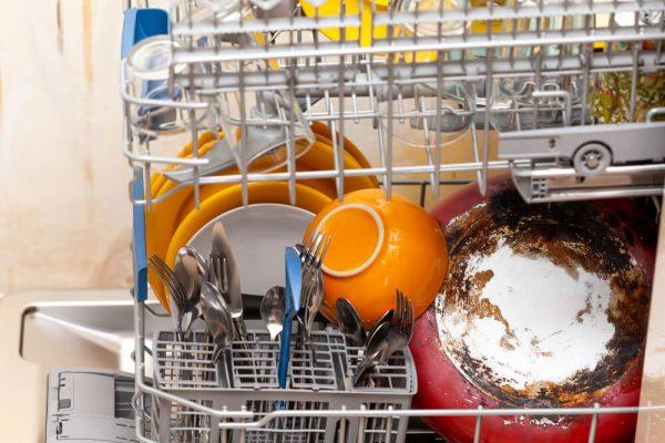 چینش اشتباه ظروف در ماشین ظرفشویی